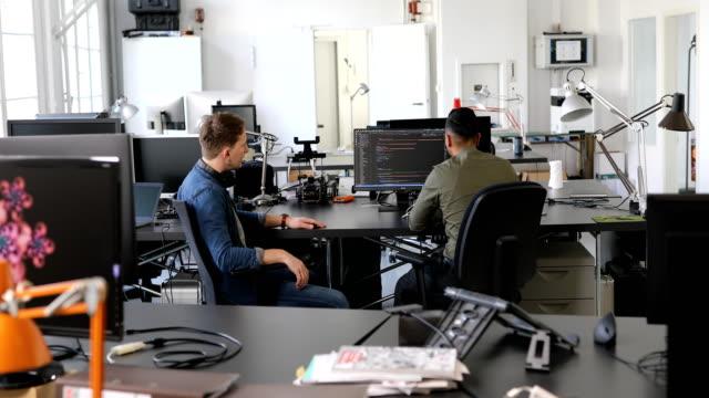due programmatori di computer che lavorano a un nuovo progetto - web designer video stock e b–roll