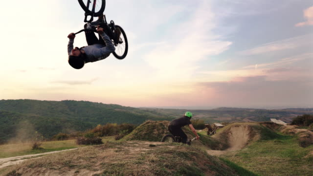 Two extreme sportsmen on mountain bicycles practicing on extreme terrain. video