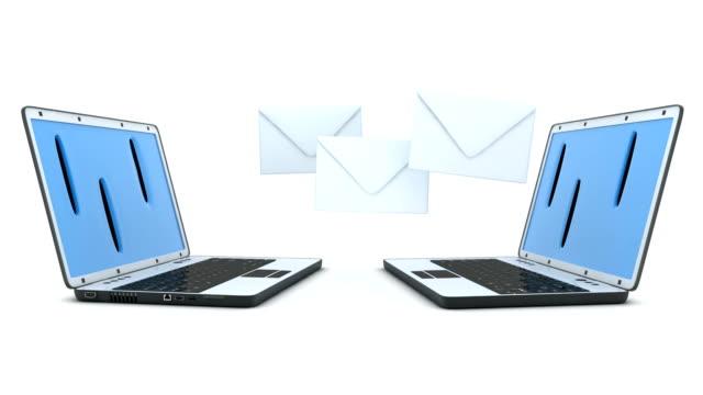 två laptop och e-post, slinga - skicka datormeddelande bildbanksvideor och videomaterial från bakom kulisserna