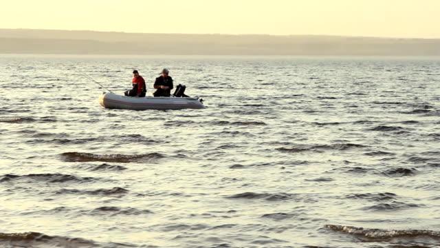 two mans fishing together in a boat - meta bildbanksvideor och videomaterial från bakom kulisserna
