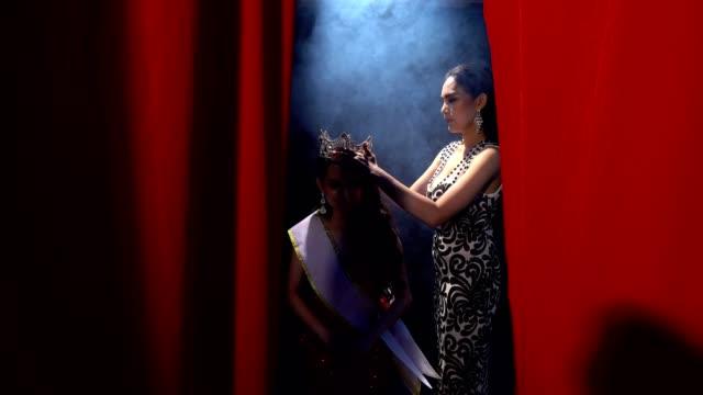 två miss pageant contest afton bal klänning klänning - aftonklänning bildbanksvideor och videomaterial från bakom kulisserna