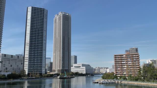 東京の多くの高層ビルのうちの2つ ビデオ