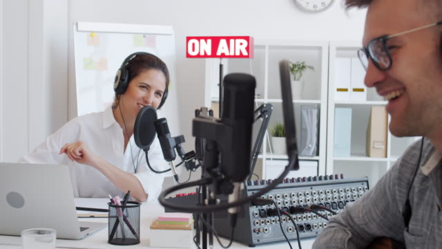 vídeos de stock, filmes e b-roll de dois rádio hosts gravação podcast - podcast