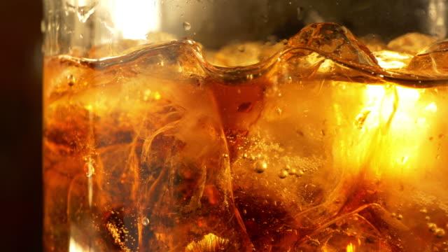 due video di bevanda fredda a 4 k - rum superalcolico video stock e b–roll