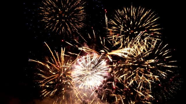 vídeos y material grabado en eventos de stock de dos vídeos de espectáculo de fuegos artificiales - sparks