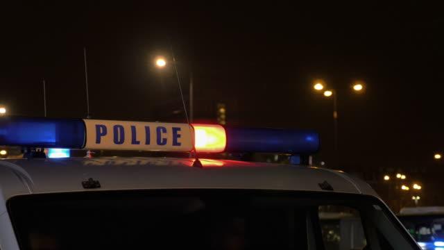 två videor av blåljus i 4k - kriminell bildbanksvideor och videomaterial från bakom kulisserna