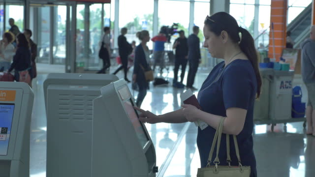 Two videos of self check in at the airport in 4K video