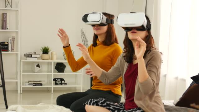 두 여자 게임 게임 가상 현실 고글 비디오