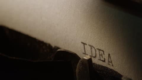 ld tipo bar della vecchia macchina da scrivere stampare parola idea - idea video stock e b–roll