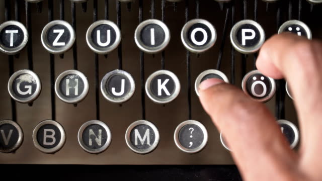 type L letter key on German Typewriter