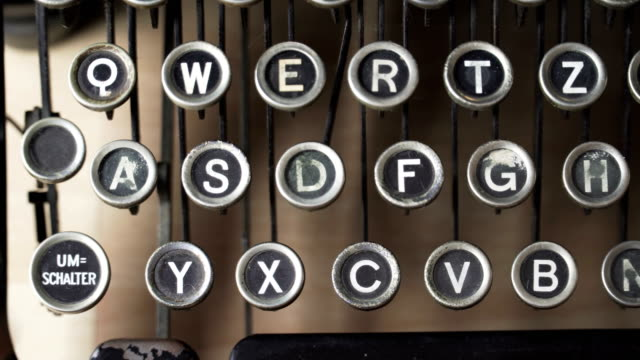 type S letter key on German Typewriter