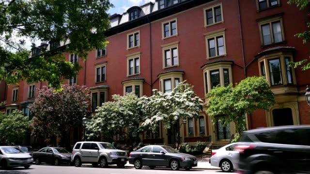 typische roter ziegelstein apartment-gebäude im der innenstadt von boston - sandstein stock-videos und b-roll-filmmaterial