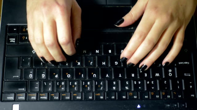 Typing hands I video