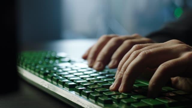 vídeos de stock e filmes b-roll de typing on green keyboard! - documento
