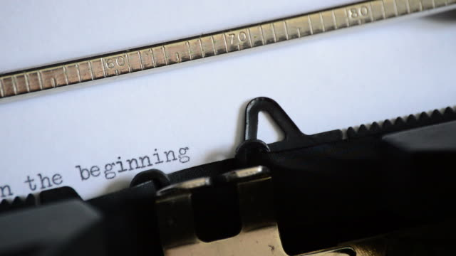 typing the phrase in the beginning with an old manual typewriter - origini video stock e b–roll