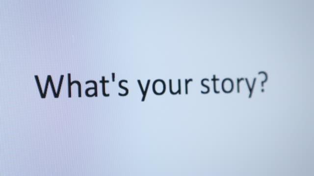 """eingeben von """"what es your story"""" auf dem computer - storytelling videos stock-videos und b-roll-filmmaterial"""
