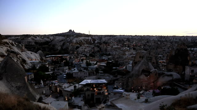 uchisar castle und einzigartigen geologischen formationen in kappadokien - zentralanatolien stock-videos und b-roll-filmmaterial