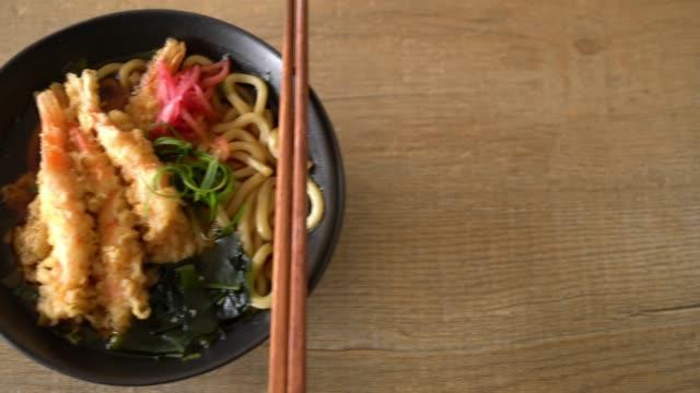 udon ramen noodles with shrimps tempura video