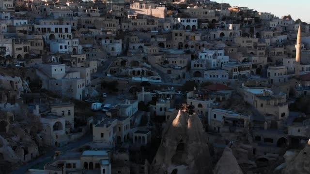 uçhisar fästning i goreme cappadocia, turkiet - anatolien bildbanksvideor och videomaterial från bakom kulisserna