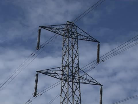 stockvideo's en b-roll-footage met uk electricity pylon 2 - supergeleider