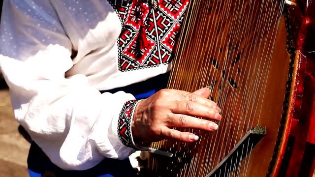 ukraiński kobzar gra w bandura - ukraina filmów i materiałów b-roll