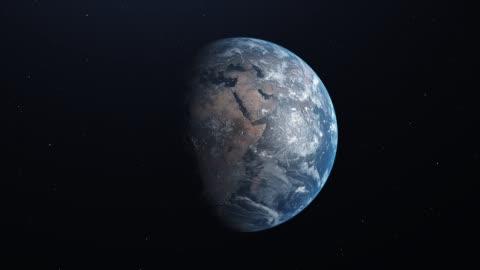 terra ultra realistica nello spazio che ruota e si allontana, stelle sullo sfondo - 4k - copy space video stock e b–roll