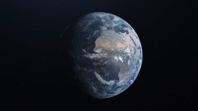 ультра реалистичная земля в космосе вращается и дрейфует прочь, звезды на заднем плане. медленный увеличить - континент географический объект стоковые видео и кадры b-roll