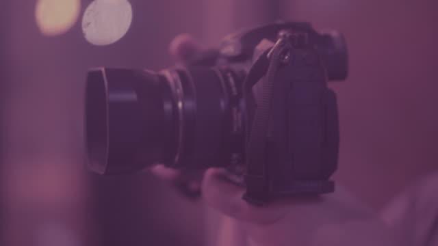 vídeos de stock, filmes e b-roll de trabalhadores de ultra violeta: cinema - moda feminina