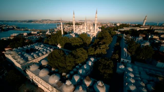 vídeos y material grabado en eventos de stock de disparos de drones ultra gran angular de la península histórica de estambul - mezquita de suleymaniye - distrito eminonu