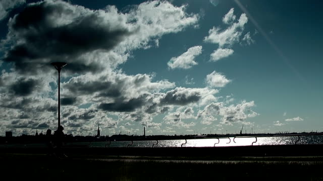 stockvideo's en b-roll-footage met under windy sea - sportcompetitie