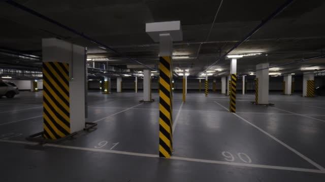 stockvideo's en b-roll-footage met ondergrondse parking met weinig auto 's - parking