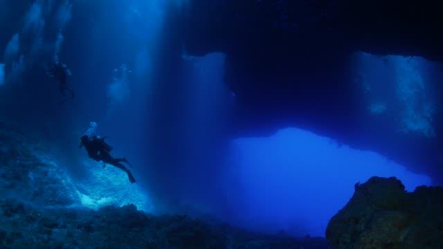 海底洞穴, 藍洞, 帕勞 - 深的 個影片檔及 b 捲影像