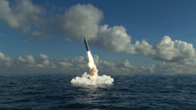 vídeos de stock, filmes e b-roll de lançamento de míssil subaquática - rússia