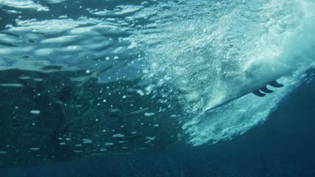 Visão subaquática do surf - vídeo