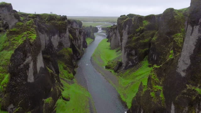 Paisaje único de Fjadrargljufur en Islandia. - vídeo