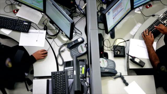 ems jednostki w biurze - pracownik obsługi klienta filmów i materiałów b-roll