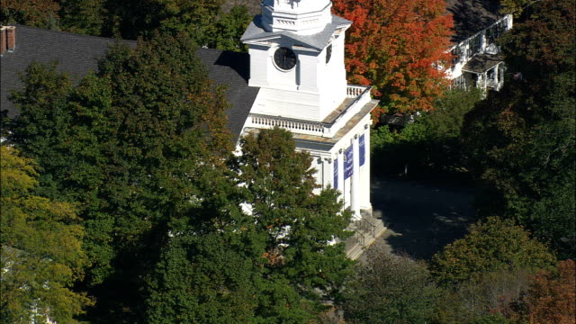 unitarian church  - aerial view - massachusetts,  middlesex county,  united states - coloniale video stock e b–roll