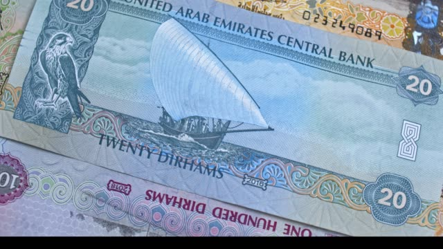 united arab emirates 20 dirham banknote, uae emirati money closeup - cartello economico video stock e b–roll