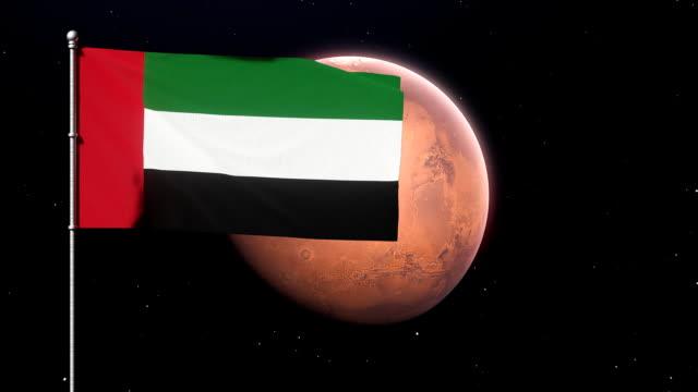 flaga zjednoczonych emiratów arabskich na marsjańskiej planecie. renderowanie 3d. koncepcja programu kosmicznego zea - uae flag filmów i materiałów b-roll