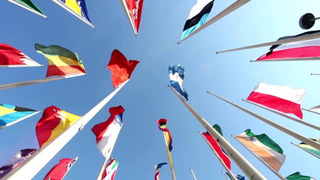uniti bandiere - bandiera nazionale video stock e b–roll