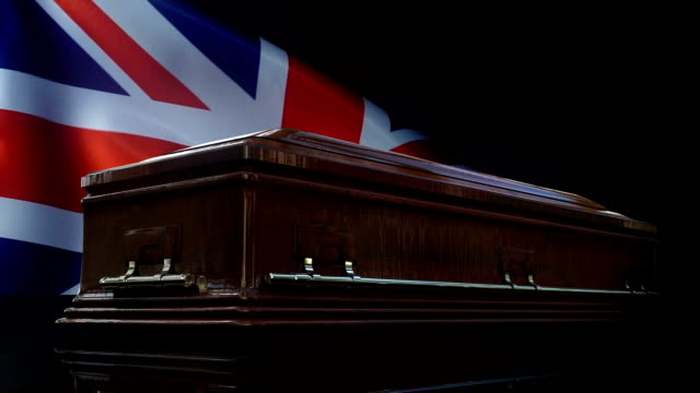 vidéos et rushes de drapeau du royaume-uni derrière le cercueil - première guerre mondiale