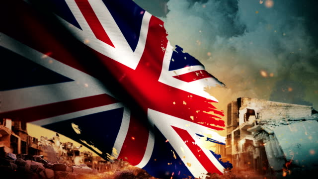 4k united kingdom flag - crisis / war / fire (loop) - битва стоковые видео и кадры b-roll