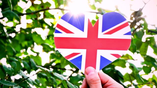 united kingdom flag on heart shape - true love angielski zwrot filmów i materiałów b-roll