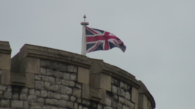 (hd1080i) united kingdom: union jack flag on tower of london - {{searchview.contributor.websiteurl}} stock videos & royalty-free footage
