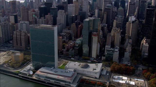 united nations  - aerial view - new york,  new york county,  united states - страна географический объект стоковые видео и кадры b-roll