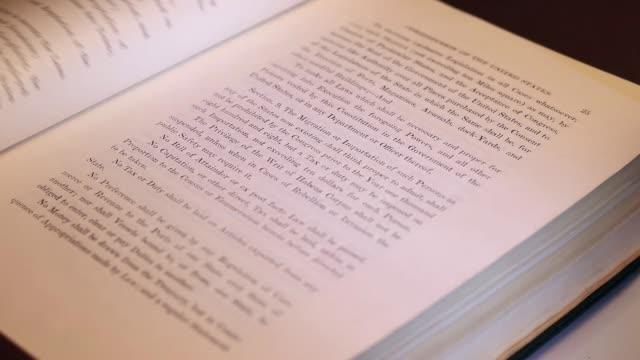 förenta staternas konstitution - lagbok bildbanksvideor och videomaterial från bakom kulisserna