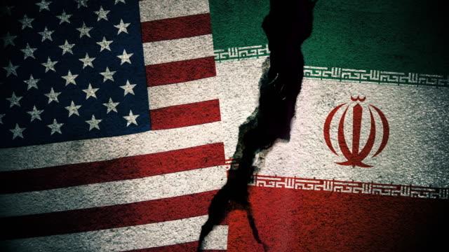 美國 vs 俄羅斯在破裂的牆上的旗幟 - 伊朗 個影片檔及 b 捲影像