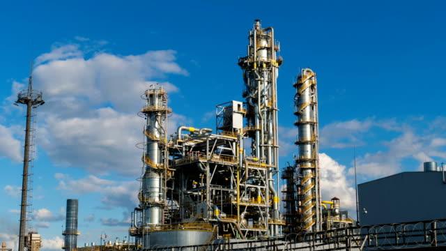 units for nitric acid production on fertilizer plant. timelapse - fertilizzante video stock e b–roll