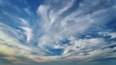 stockvideo's en b-roll-footage met universeel cloudscape achtergrond - 4k resolutie