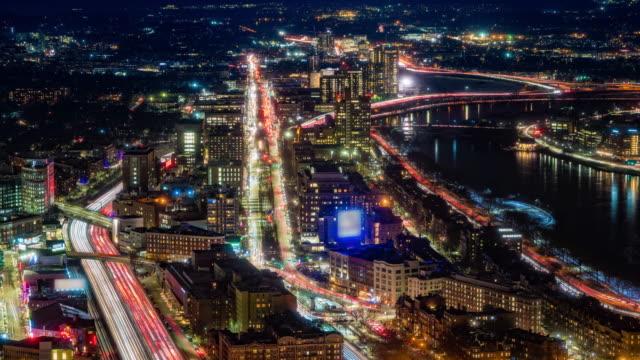 vídeos de stock, filmes e b-roll de ponte da universidade de boston sobre charles rives em boston massachusetts time-lapse - resolução 4k